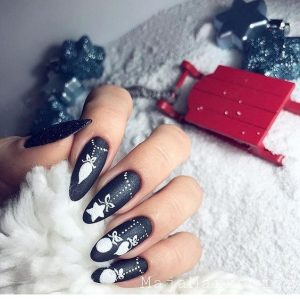 edgy xmas nails