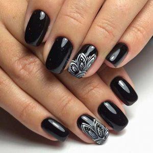 solar nail black white