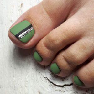 matte green glitter toenails