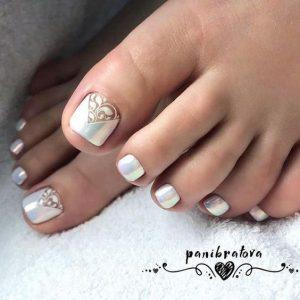 white hologram toes