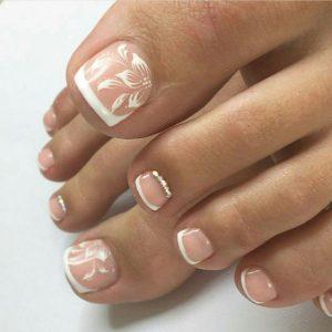 french toe flower white
