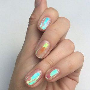 short nail iridescence