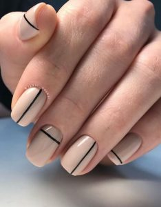 gel nude and black minimal