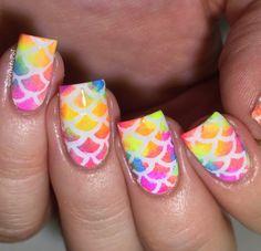 bright scale nails